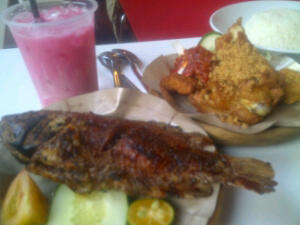 Ikan Bakar dan Ayam Penyet